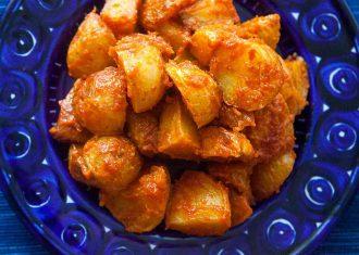 Cartofi cu sos de rosii picant