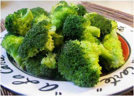 Broccoli la abur cu ulei de susan. Foto: Food.com