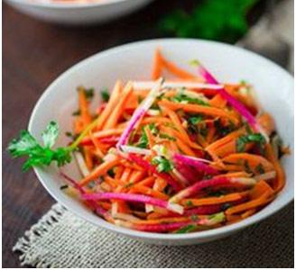 Salata de ridichi cu morcovi. Foto: pinterest.com