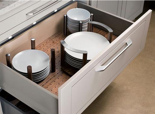 Organizare sertarul cu veselă