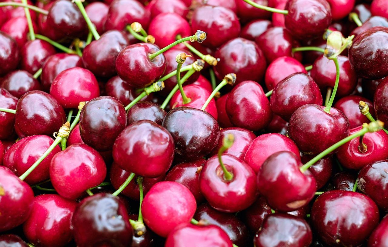 Deși 1 kg de cireșe are 610 calorii ajută la slăbire