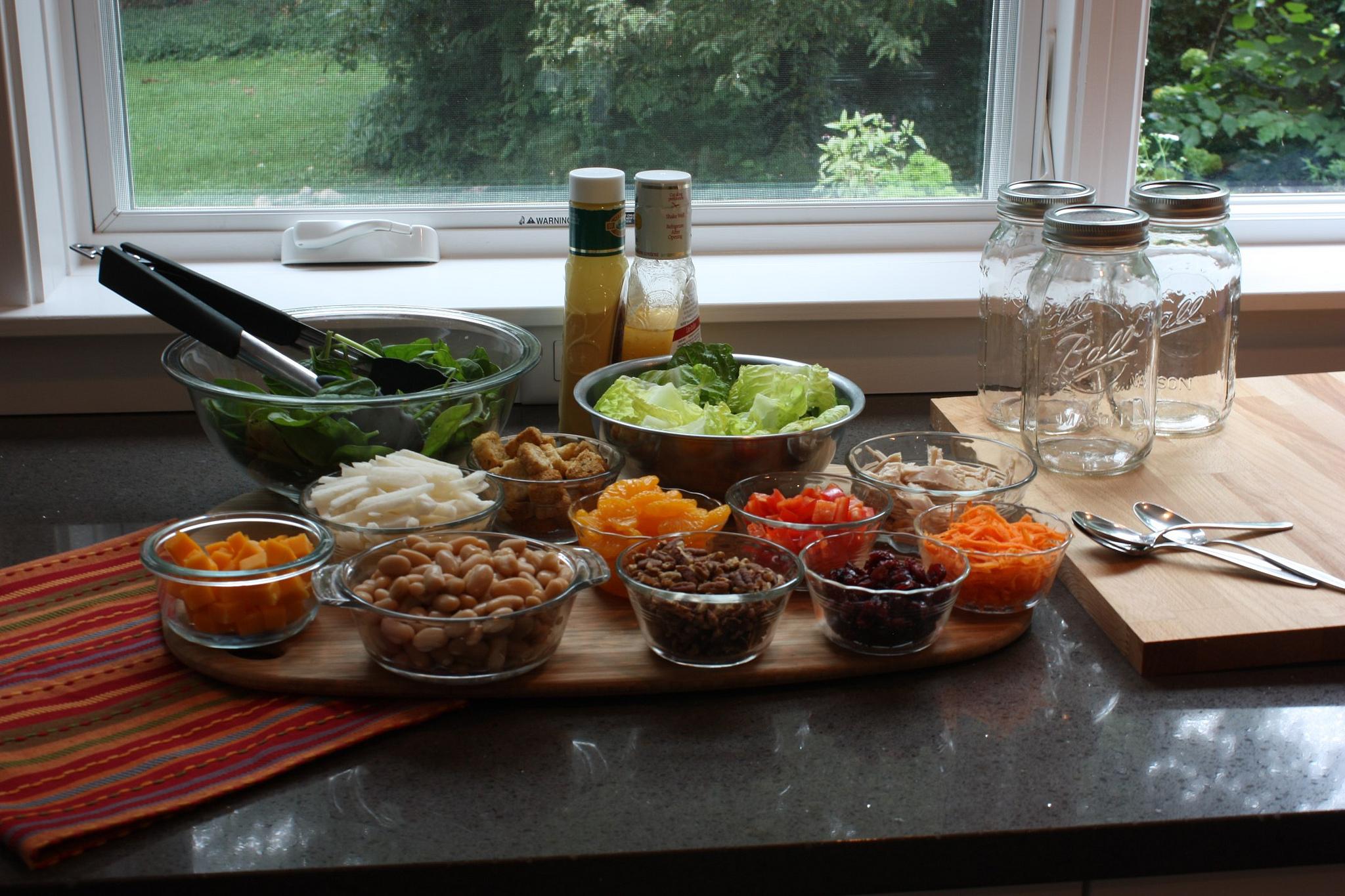 Cum pregătești borcanele cu salată pentru serviciu