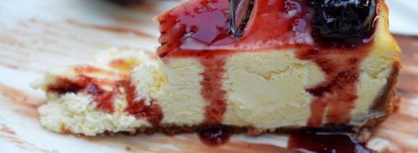 Cheesecake fara coacere cu gem de visine
