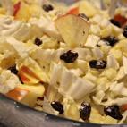 Salata de varza alba, ananas si mere