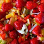 Salata de capsuni cu sos de portocale