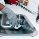 Cum îndepărtezi grăsimea de pe dulapurile din bucătărie