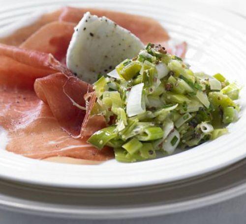 Salata de praz cu sos vinegreta