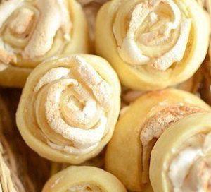 Biscuiti trandafir cu bezea