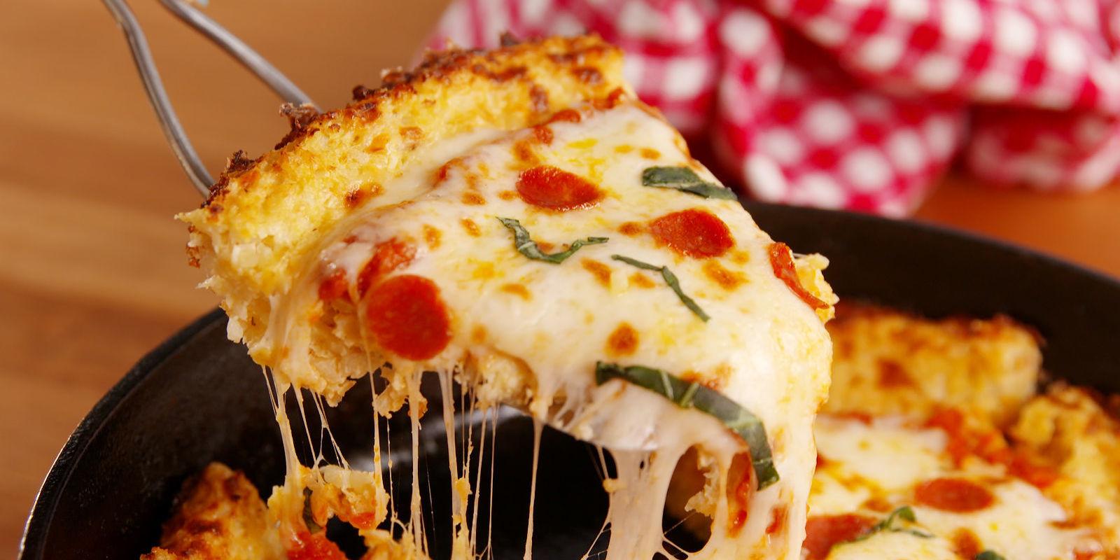 Pizza cu blat facut in casa