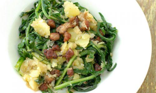 Salata de papadie cu carna afumata si cartof