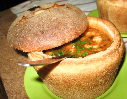 Ciorba de fasole cu ciolan in paine