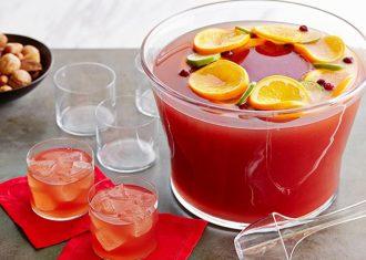 Punch cu rom si suc de fructe