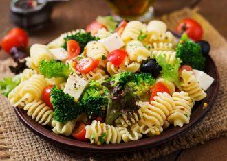 Salata cu broccoli branza si masline