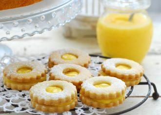 Biscuiti cu lamaie si crema de vanilie