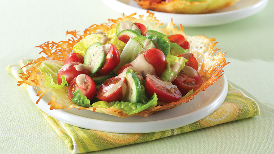 Salata asiatica cu rosii si castraveti