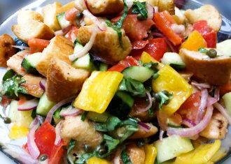 Salata taraneasca cu crutoane