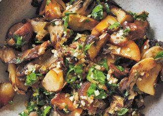 Salata de ciuperci si cartofi