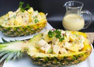 Salata de pui afumat si ananas