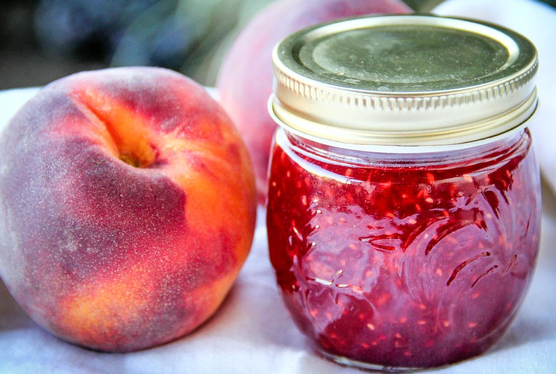 Dulceata de piersici rosii si zmeura