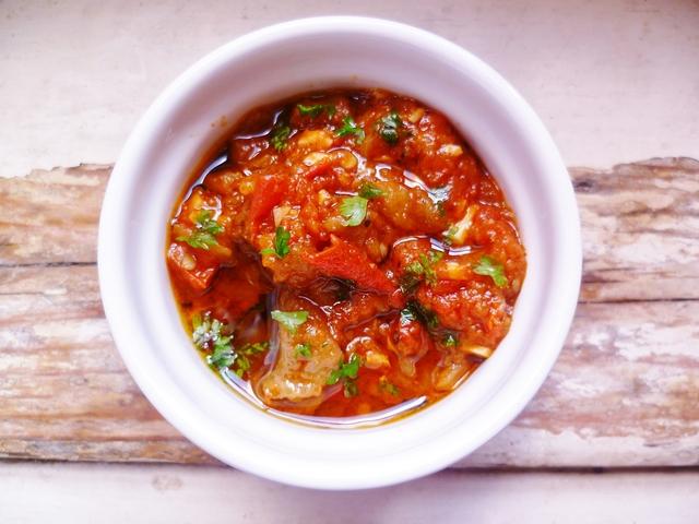Salata marocana de ardei si rosii
