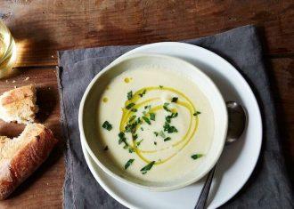 Supa crema de telina decorata cu ulei de masline