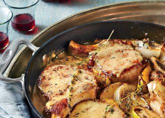 Cotlete cu mere si ceapa rosie si mustar