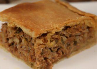 Placinta greceasca cu carne si orez