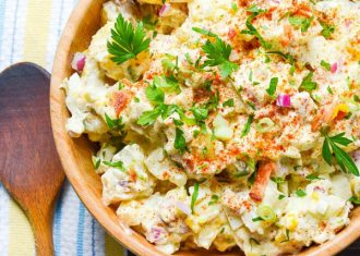 Salata de cartofi cu masline verzi oua si crema de branza