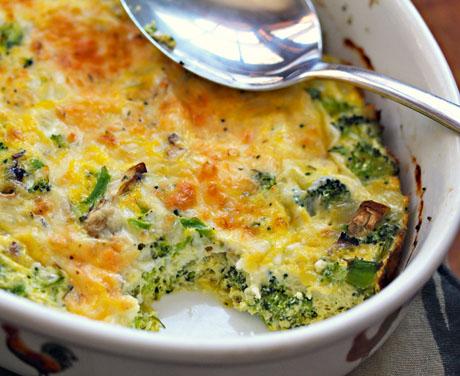 Broccoli la cuptor cu branza si oua