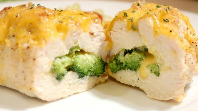 Piept de pui cu broccoli si branza cheddar