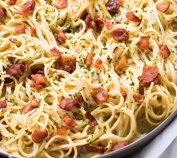 Spaghetti cu smantana si bacon