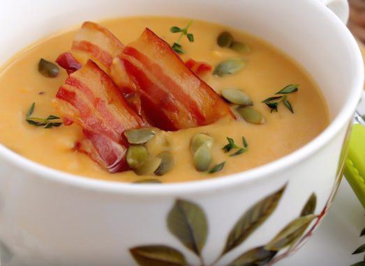 Supa crema de praz cu crutoane seminte de dovleac si bacon