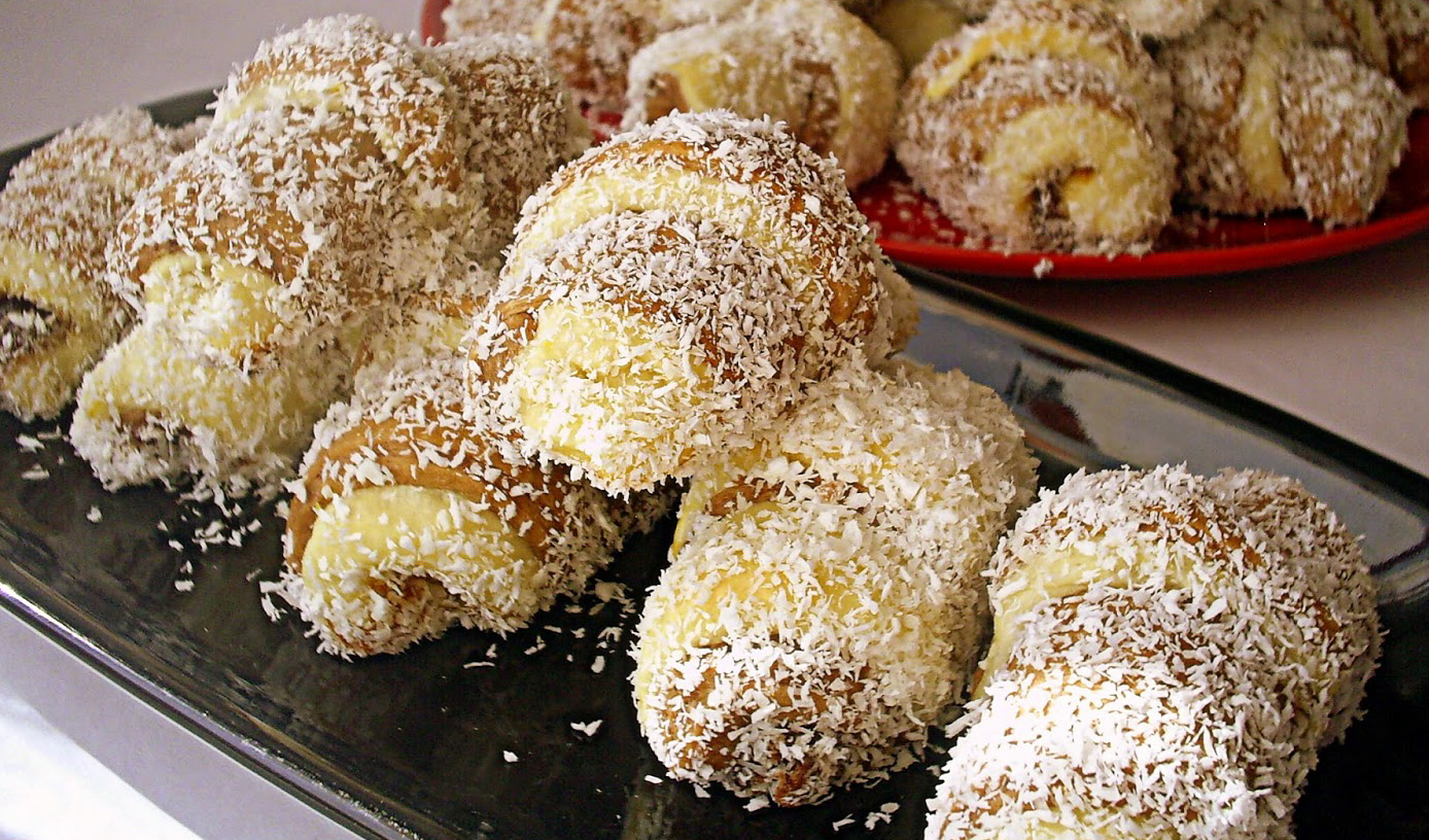 Cornulete insiropate cu nuca de cocos