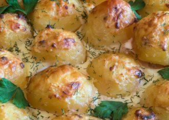 Cartofi-la-cuptor-in-sos-gorgonzola