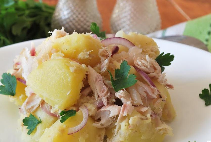 Salata orienta cu peste afumat