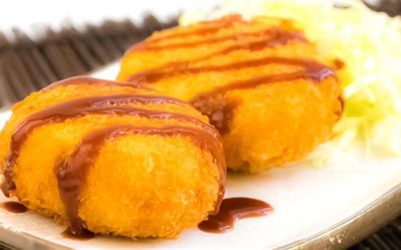 crochete de cartofi cu sos de ceapa