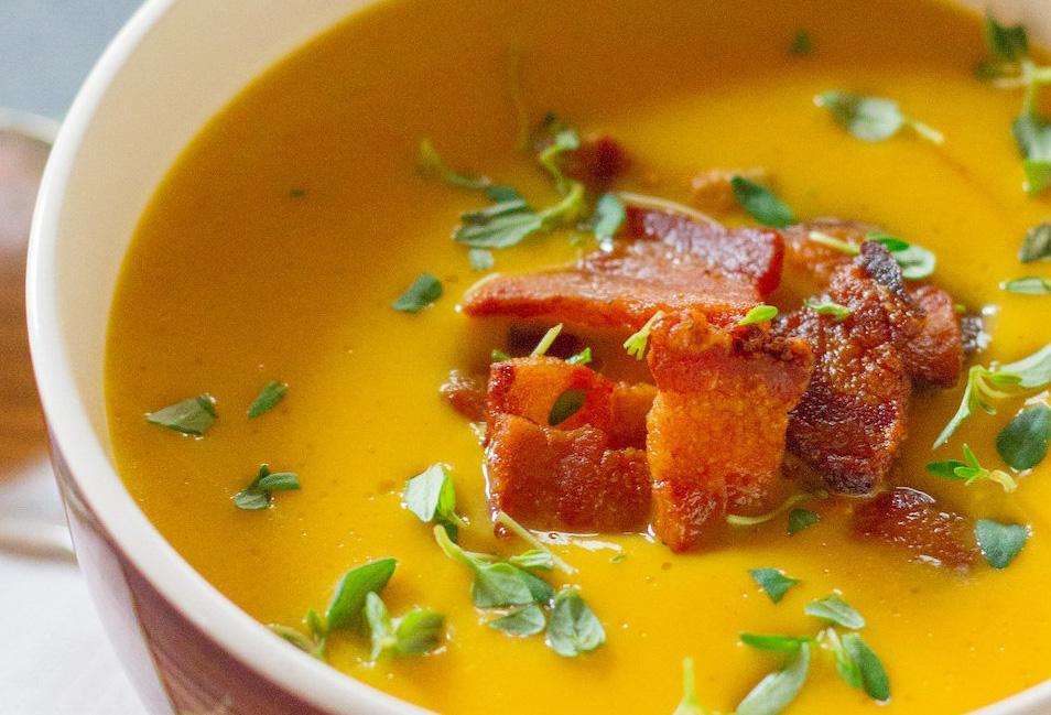 Supa de dovleac cu bacon crocant