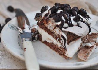 Felie tort bezea cu ciocolata