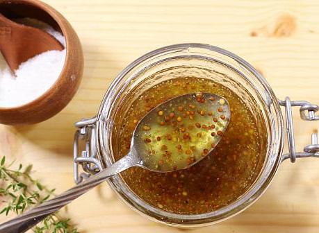 vinegreta cu miere boabe de mustar