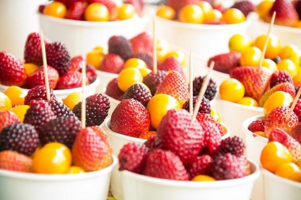 Salata de fructe cu capsuni. Foto: pixabay.com