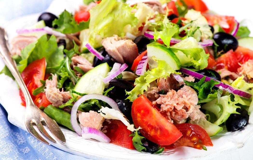 Salata de ton mediteraneana
