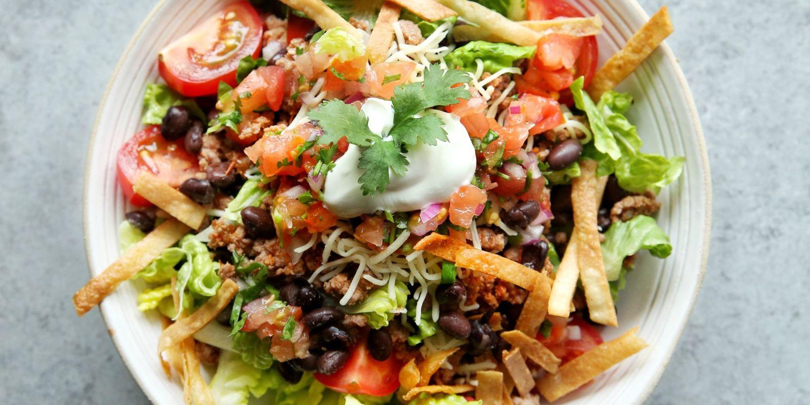 salata mexicana cu fasole rosie si carne de vita