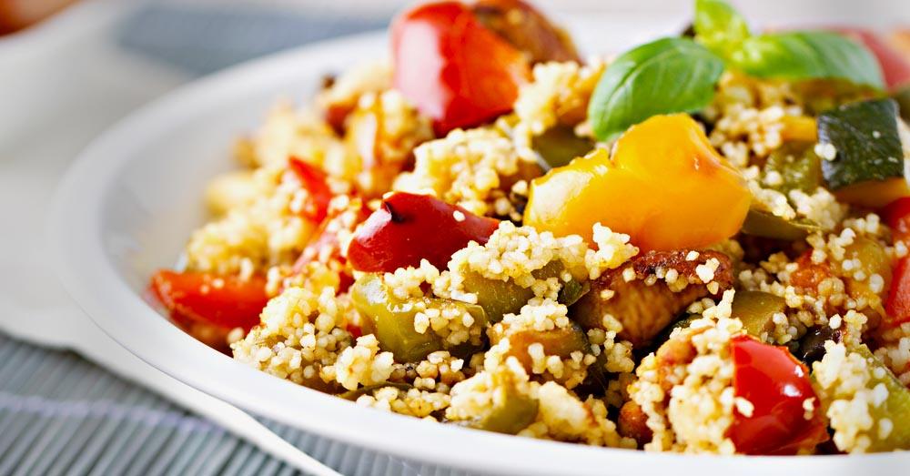 Salata cu cuscus, rosii cherry, castraveti