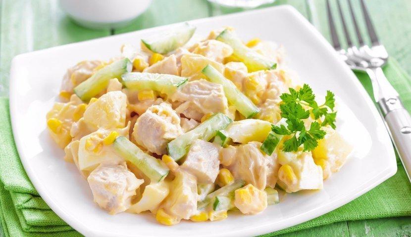 Salata cu pui afumat si ananas