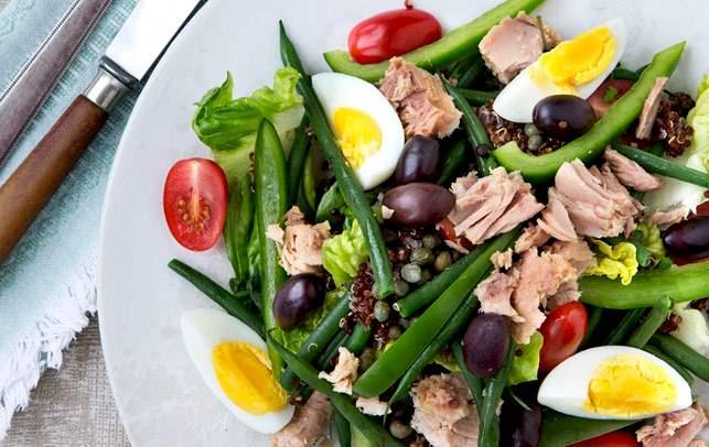 salata Nicoise cu fasole verde si peste