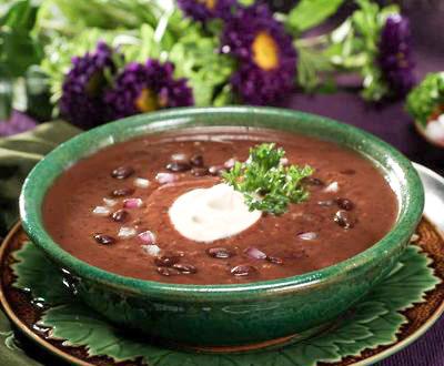 Supa de fasole negra in bol