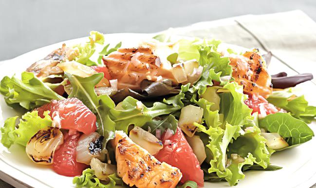 Salata cu somon la gratar si grapefruit