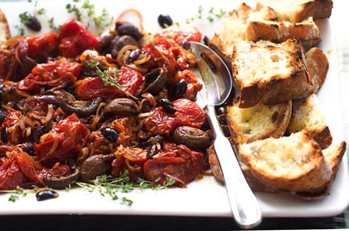 Mancare de ciuperci rosii si masline