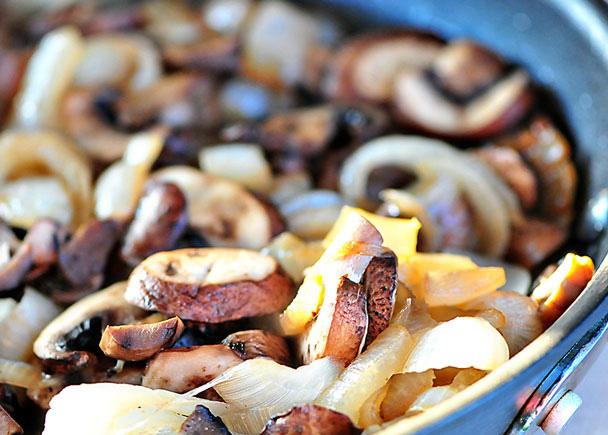 Mancare de ciuperci cu ceapa la cuptor